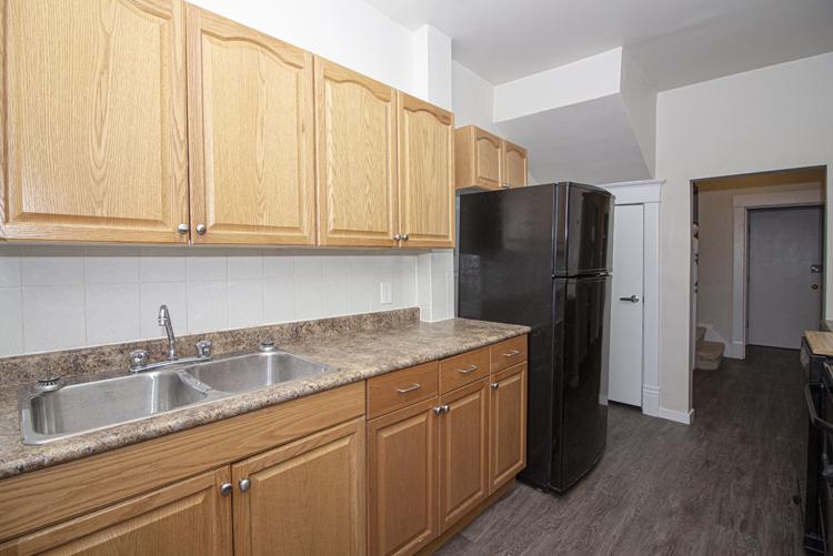 589 Fleet Avenue - Kitchen_v1.jpg