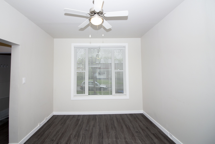 589 Fleet Avenue - Livingroom.jpg