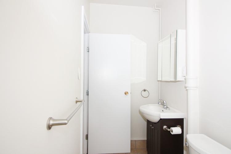 Unit8B_351_Bathroom.jpg