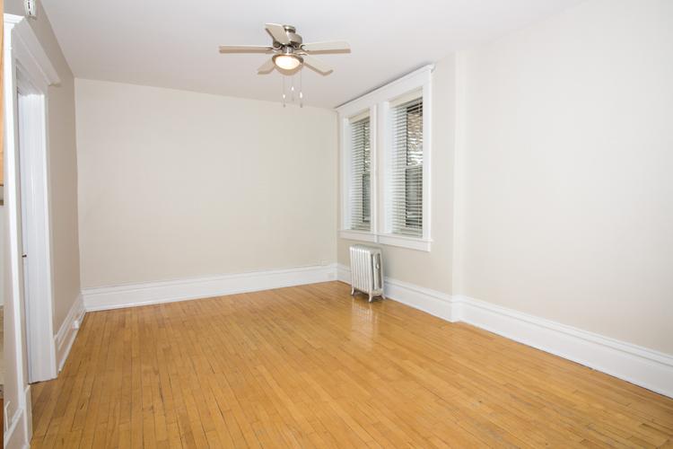 Unit8B_351_Livingroom.jpg