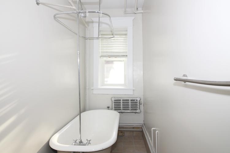 Unit2B_351_Bathroom.jpg
