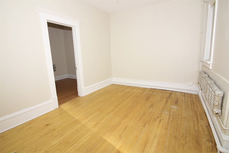 Unit2B_351_Livingroom.jpg