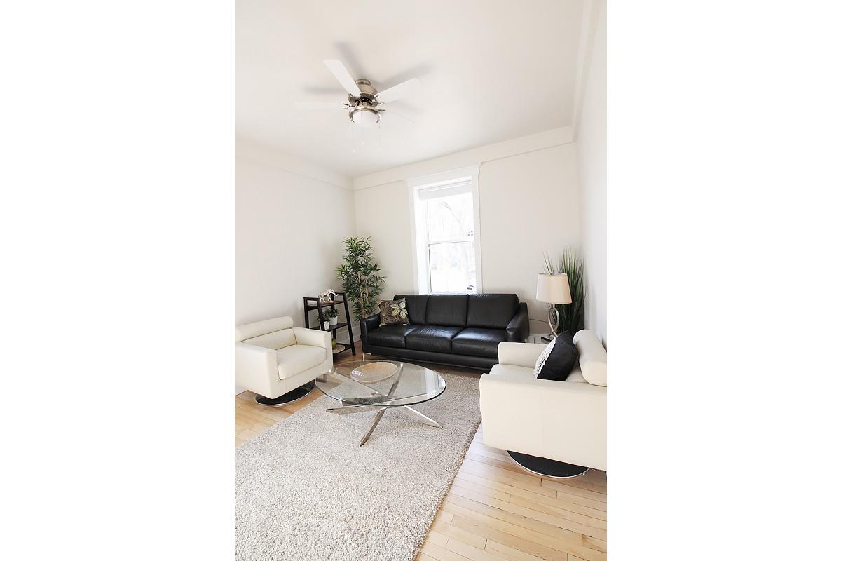 Livingroom Pic 5.jpg