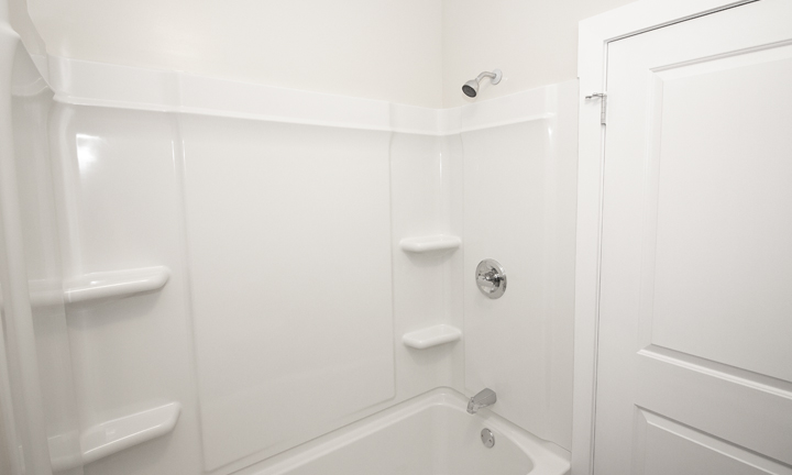 834 Grosvenor - Renovated 2 Bedroom - Bathroom_v2.jpg