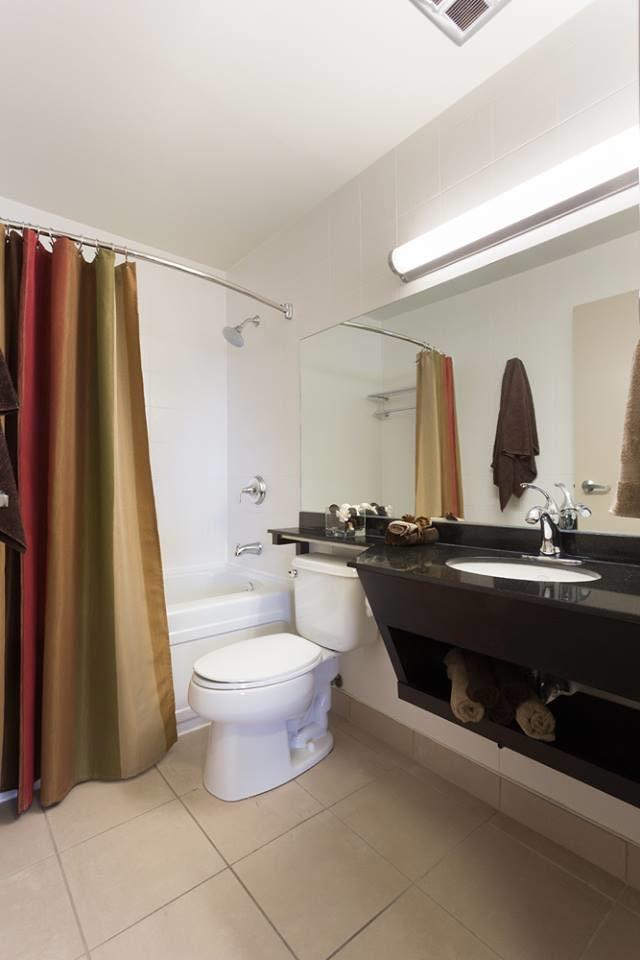 190 Smith Street_1bedroomsuite_capella_bathroom_v1.jpg
