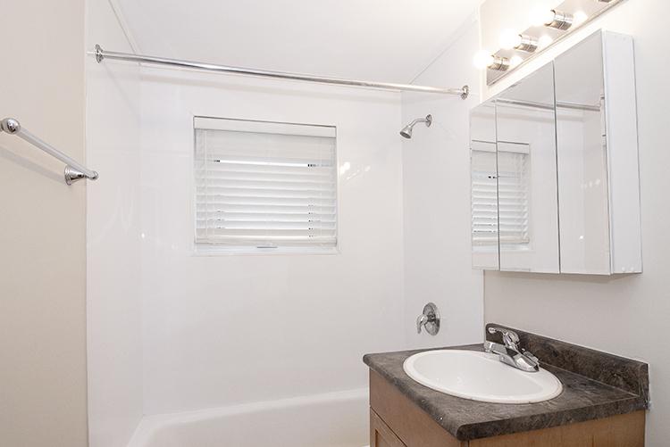 114 River_Suite 5_Bathroom.jpg