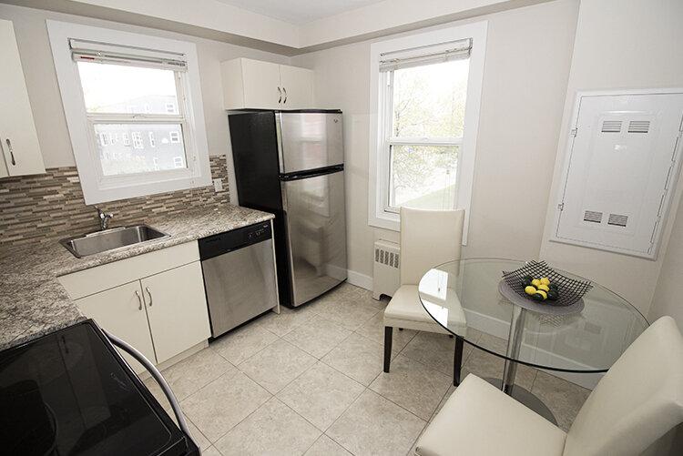 305 Marion - Suite 4 - Kitchen_v1.jpg
