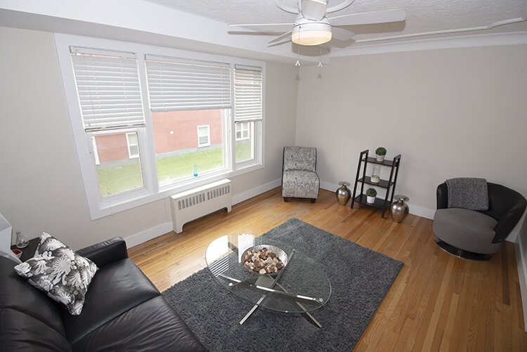 305 Marion - Suite 4 - Livingroom_v1.jpg