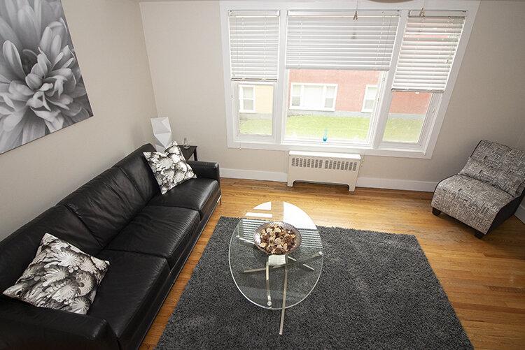 305 Marion - Suite 4 - Livingroom_v2.jpg