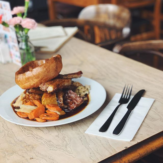 Happy Bank Holiday Sunday! Join us for a delicious roast and all the trimmings today and tommorow! We love long weekends 😍 • • #roastdinner #sunday #bankholiday #maybankholiday #timetohavefun #roastpork #yorkshirepudding #thewaverley #thewaverleryarms #nunhead