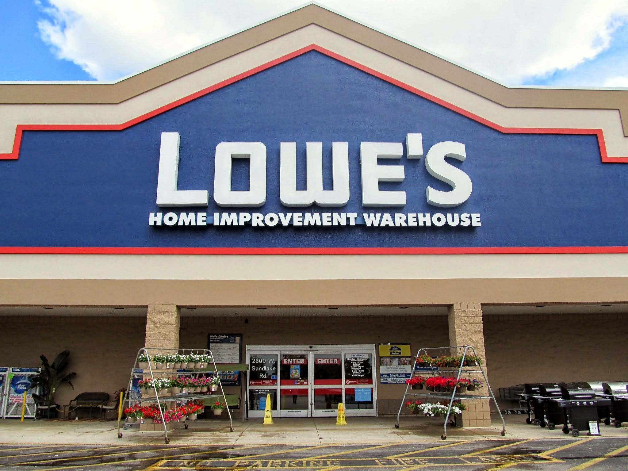 Lowe's_Home_Improvement_02.JPG