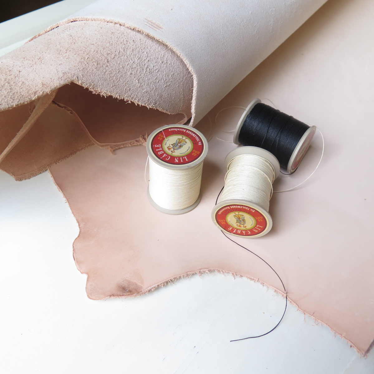 lin cable fil au chinois leather working thread, demystifying leatherworking linen thread, free live training