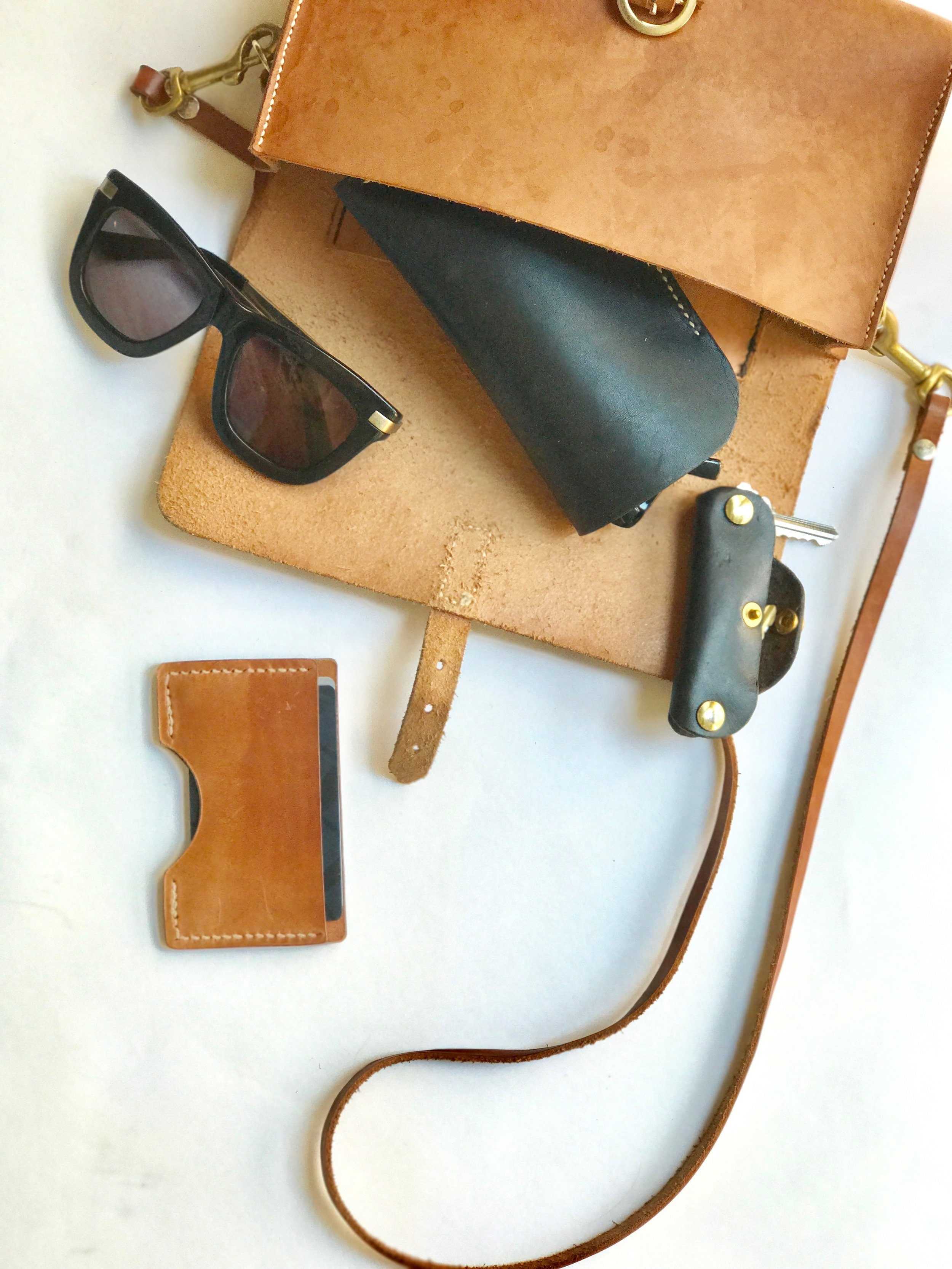 traditional leatherwork, saddle-stitching vegetable tanned leather handbag