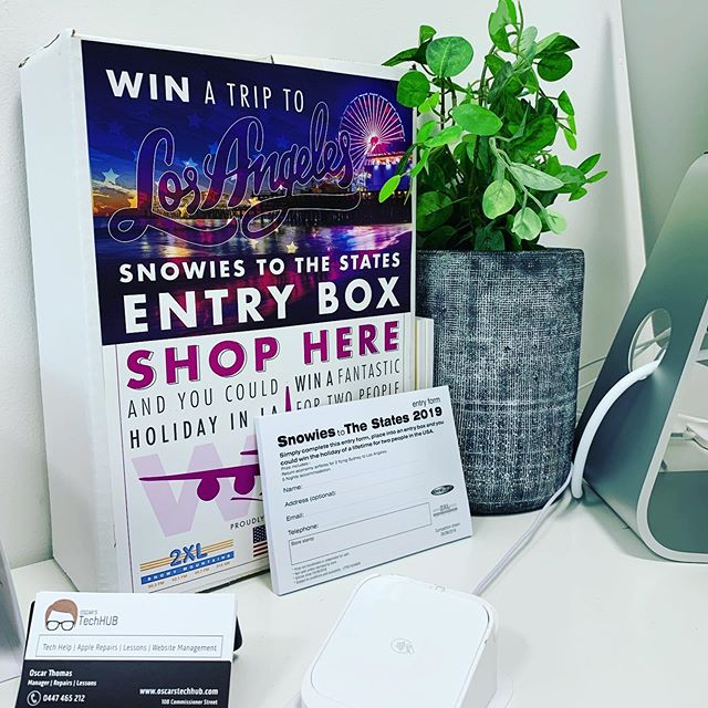 WIN a trip for 2 to the USA at Oscar's TechHUB 🇺🇸 Includes: ▪️ 5 nights accomodation in LA ▪️ Return Airfares from Sydney  ALL YOU HAVE TO DO is spend $50 in store! Every $50 you spend is ONE entry in! That means that some screen repairs will get you THREE ENTRIES 😍📱 We'll also put your name in for you if you spend $50 ONLINE 🌐  Support local and have your screen repaired here at Oscar's TechHUB - and you could be heading to the states 🤘🏻 #oscarstechhub #snowfm #snowy2xl