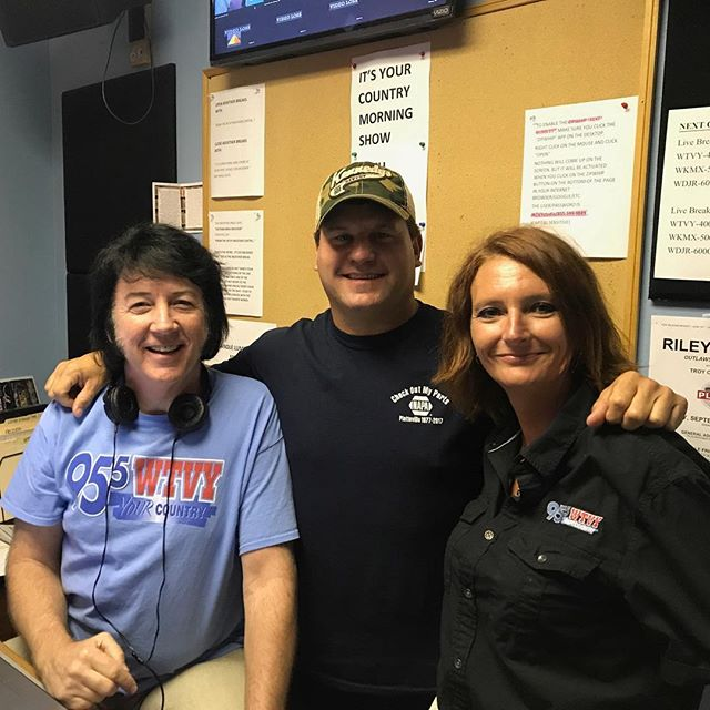 On air with @your_country_95.5_wtvy talking about the August 18 show at the @dothan_cc_oh