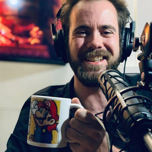 Vi hadde besøk av Trond Johan Stavås i podcaststudio og utfordret han til å smake på Carolina Reaper chilikrydder OG tegne oss samtidig! Lurer du på hvordan det gikk, så kan du høre episoden av «Stig og Jørund snakker med» fra i morgen tidlig (fredag) kl. 08:00! 😂 @trondstavaas #hemne #kyrksæterøra #moltubakkpedersenmedia #mpmedia #podcast #trøndelag #carolinareaper #chiliklaus #stigogjørundsnakkermed #podkast #talkshow #intervju #tegneserier