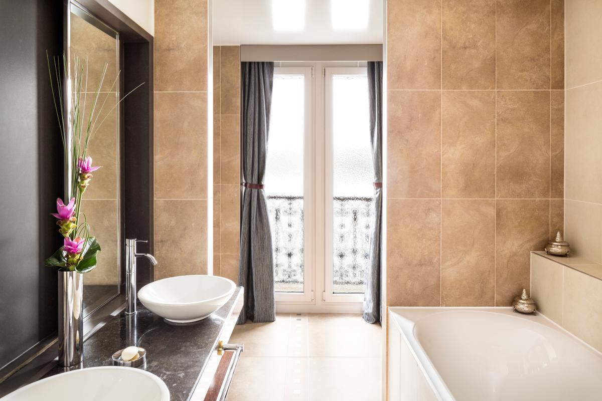 Corner Suite - bathroom.jpg