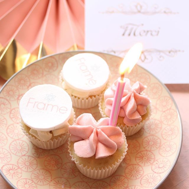 Happy Birthday Frame/1 an💕un bien joli projet qui allie beauté, soins et médecine esthétique avec une élégance certaine.#institutdebeauté #soins#medecineesthetique #beaute#beauty#goodspot #pink#happybirthday #geneva #framebysarahbattikha