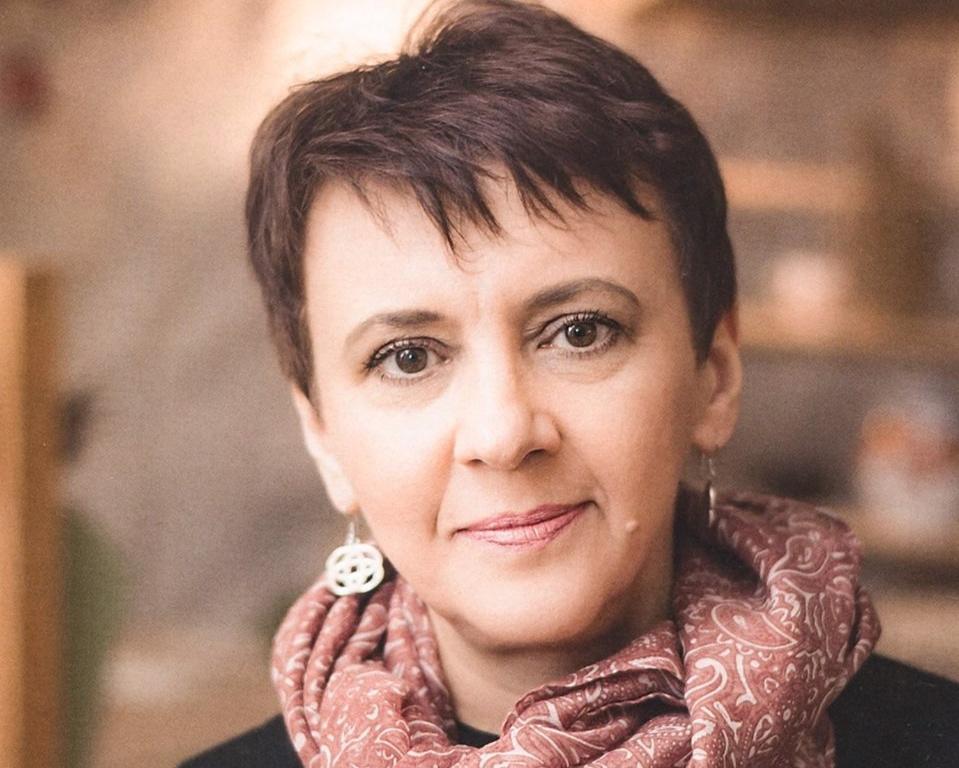 Оксана Забужко - знана й улюблена мільйонами українців письменниця, книги якої стали в нашій країні культовими, а також поетеса, філософ, літературознавець, публіцист, науковець, перекладач, впливовий суспільний діяч і велика патріотка України. Її твори перекладено багатьма мовами.