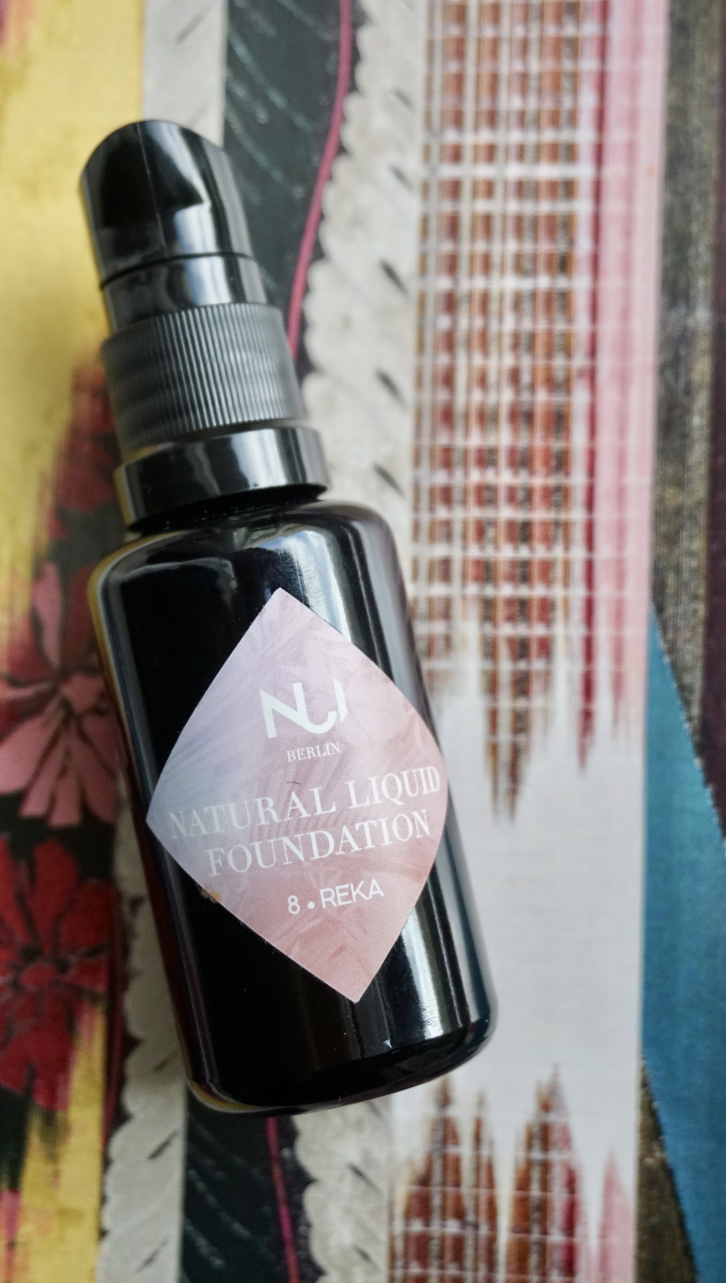 2. NUI Cosmetics Natural Liquid Foundation - Another tried and tested foundation is this black bottled beauty from Berlin's relatively new brand- NUI. The brand's mission is to create natural and vegan products, without compromising on functionality and quality. The foundation feels very light and smells like a vanilla dessert.The ingredients are 90% certified organic vegan and gluten-free.Price: € 34.90