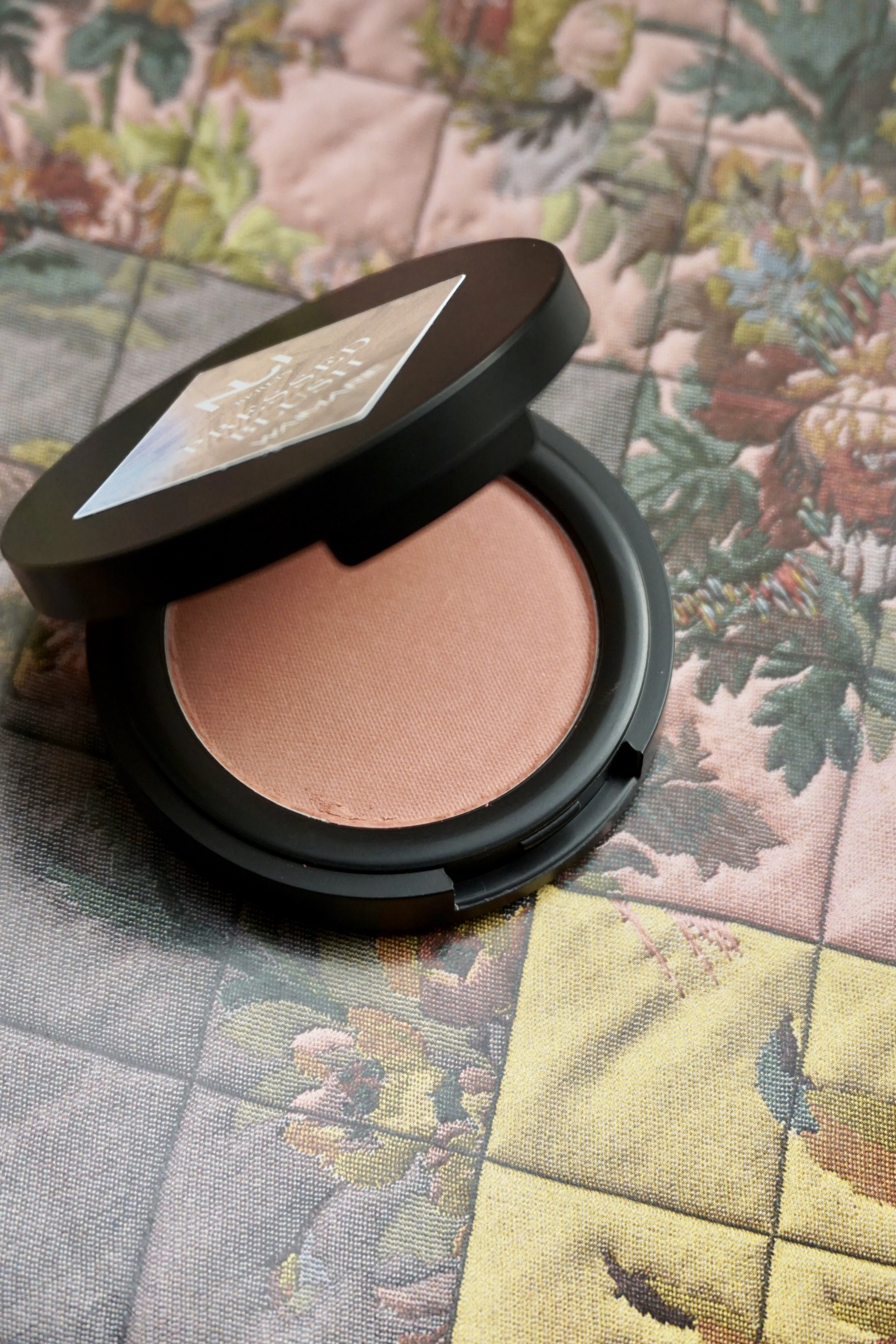 4. NUI Pressed Blush - 100% vegan and natural blush with a shiny finish. A rose blush works for nearly every skin tone, therefore making for a safe gift to buy.€24,90