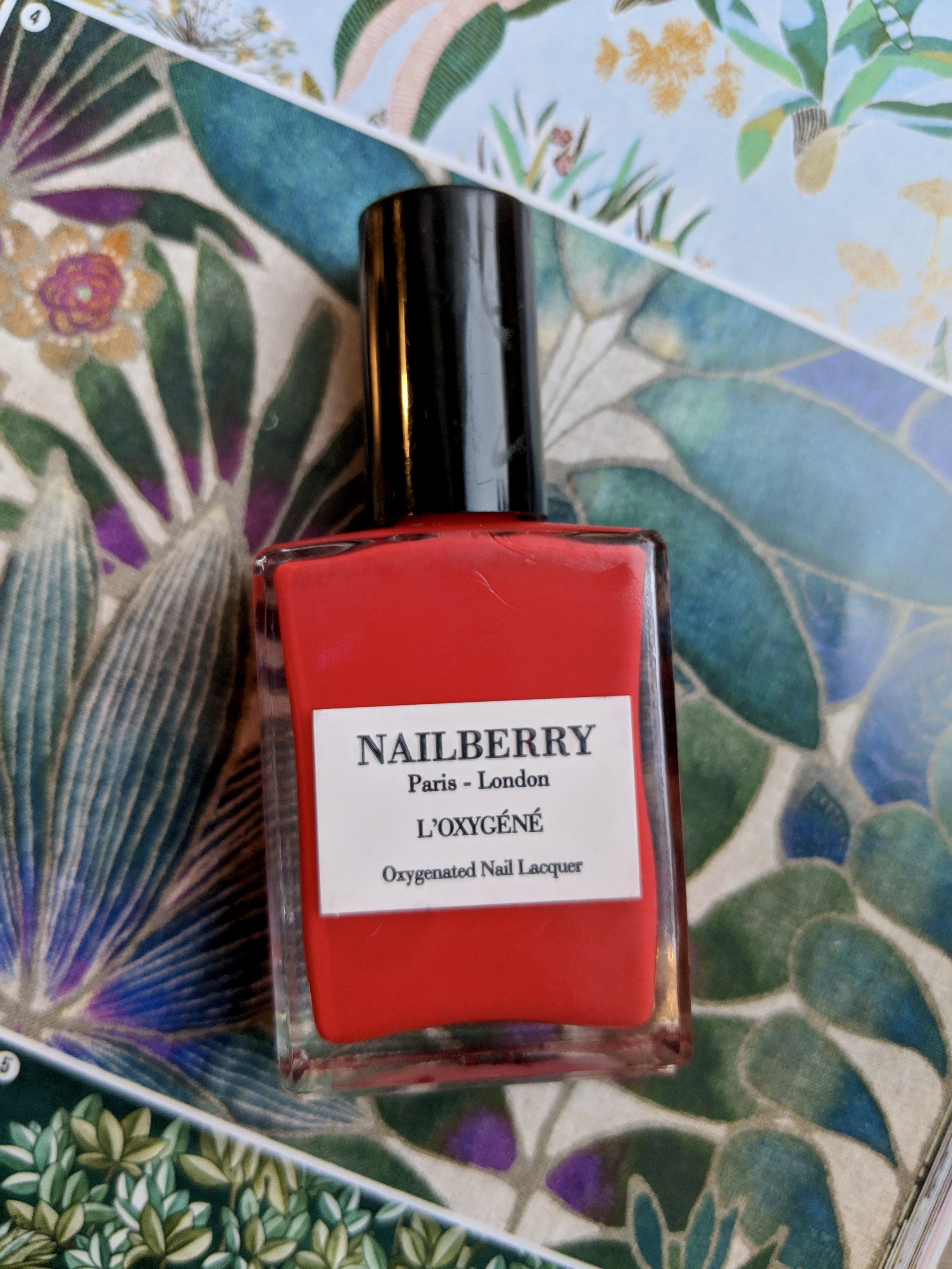 10. Nailberry L'Oxygene Polish - Fortunately, there are many toxins-free and vegan nail paints available in the market today but for this gifting list, I pick Nailberry for its sleek and minimalist packaging that also makes it aesthetically appealing. Another thing that I love about it is the flat brush that makes the application easy and the product itself is fast drying. Trick is not to lather on too much. Apply a thin layer and there you go.It is 12 free, vegan, water permeable and gluten-free.€16,38
