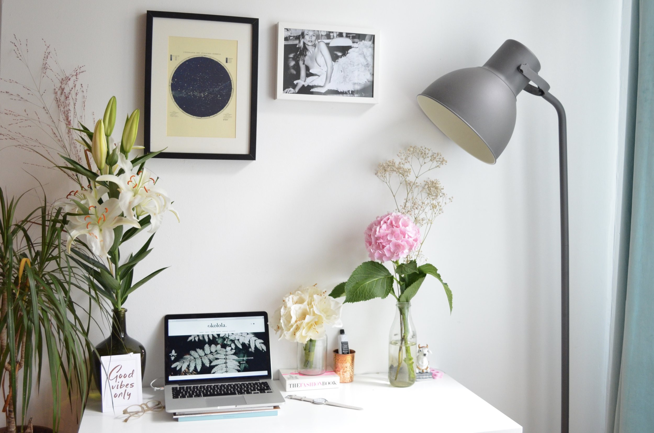 5 TIPS OF WORKING FROM HOME - If you are starting as a freelancer or working on your startup from home then here are my tried and tested tips to make your routine more effective…