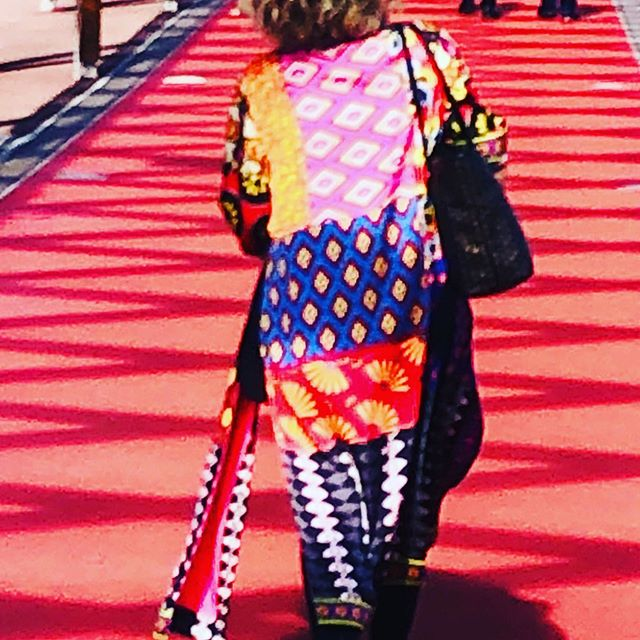 Taking inspiration from this fabulous coat exiting PV this afternoon !#colour#printisnotdead #premiervisionparis