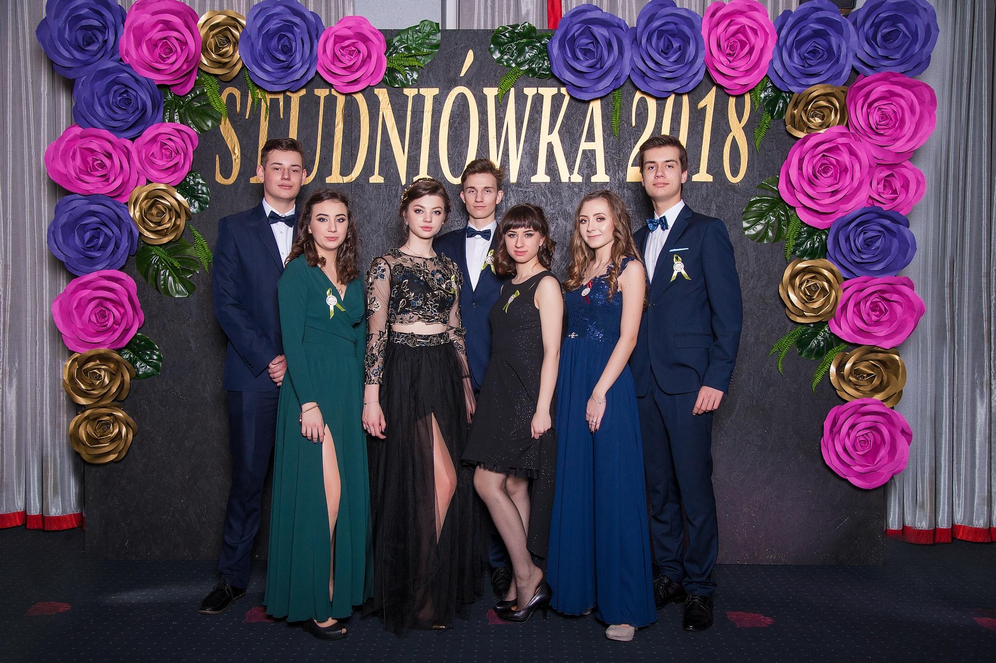 0126_100dniowka_studniowka_kalisz_IIILO_im_kopernika_zdjecia_par_scianka__7287.jpg
