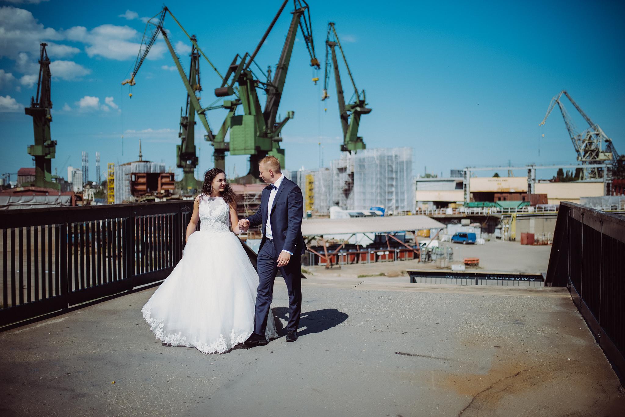 0595_Kamila&Dawid________plener_slubny_sesja_poslubna_morze_baltyk_gdynia_gdansk_rzucewo_klif_chlapowo_____fotografia_slubna_www_amfoto_pl_AMF_3857.jpg