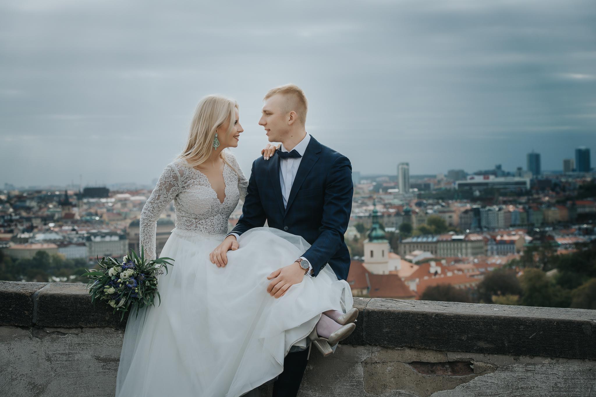 0292_Sara&Sebastian________sesja_poslubna_czechy_praga_most_karola_hradczany_fotografia_slubna_www_amfoto_pl_DSC_1904.jpg