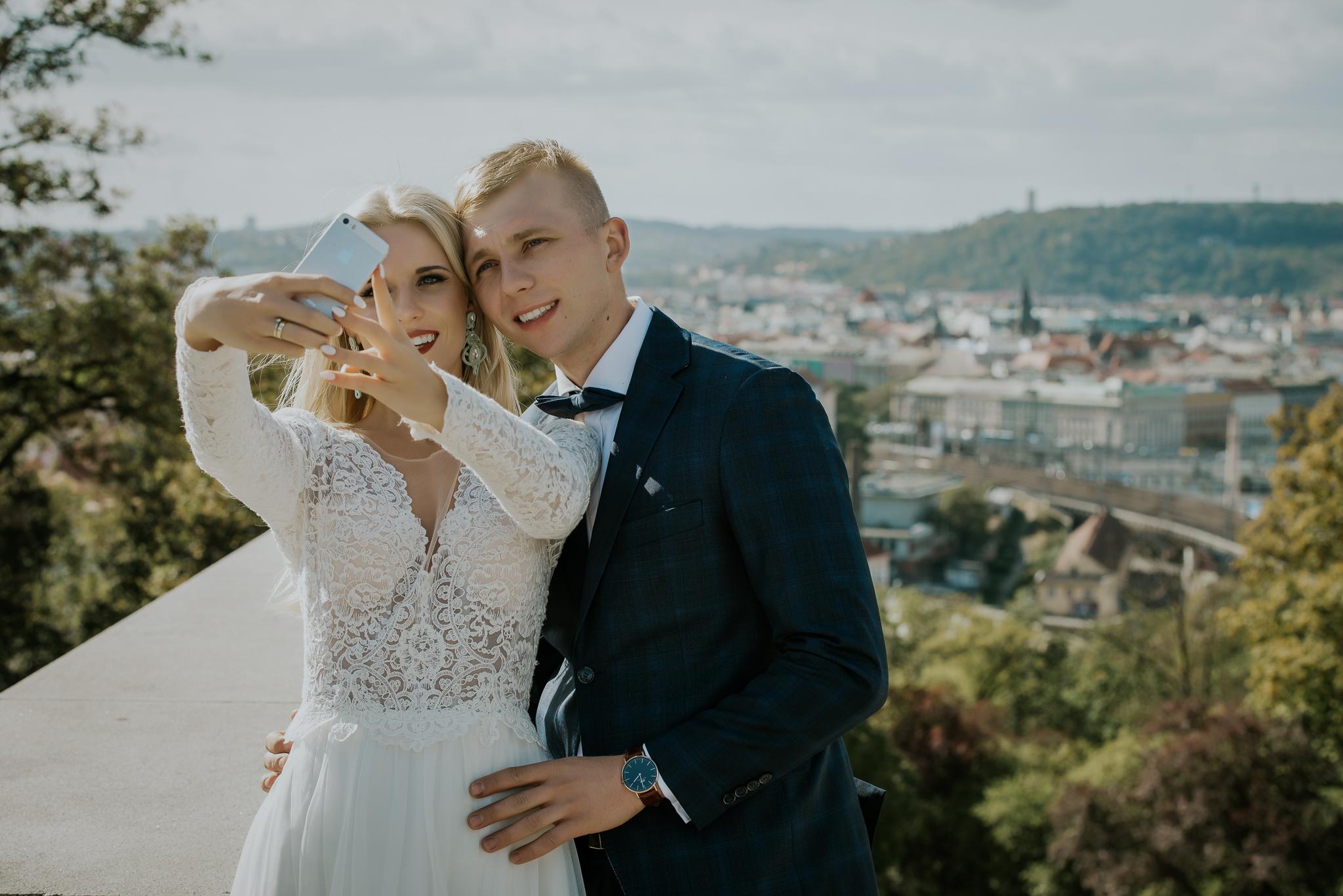 0671_Sara&Sebastian________sesja_poslubna_czechy_praga_most_karola_hradczany_fotografia_slubna_www_amfoto_pl_DSC_2077.jpg