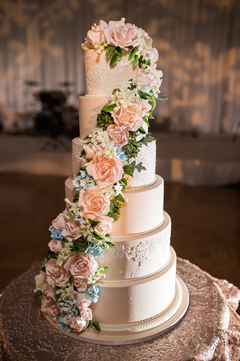 Source: Elysia Root Cakes  David Turner Photography