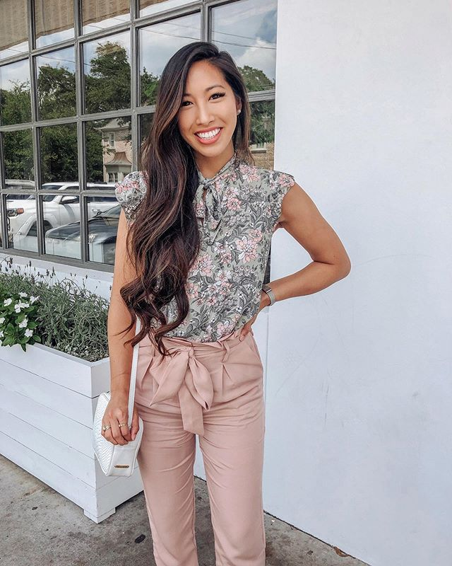 Happy Wednesday! I've been getting a lot of requests for more workwear inspo and I'm excited to share it! 🤗👩🏻💼 #workwearwednesday is your work place more business casual or professional? #corporatefashion #houstoninfluencer #houstonblogger * * * Today's business casual outfit is linked @liketoknow.it My top is currently 40% off and my pants only have a few sizes left! http://liketk.it/2Cw7O #liketkit