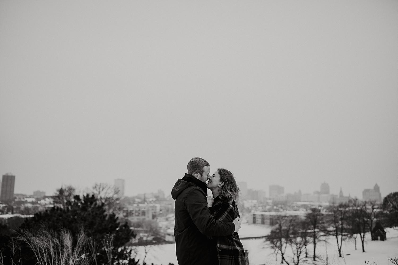 Winter-engagement-session_0016.jpg