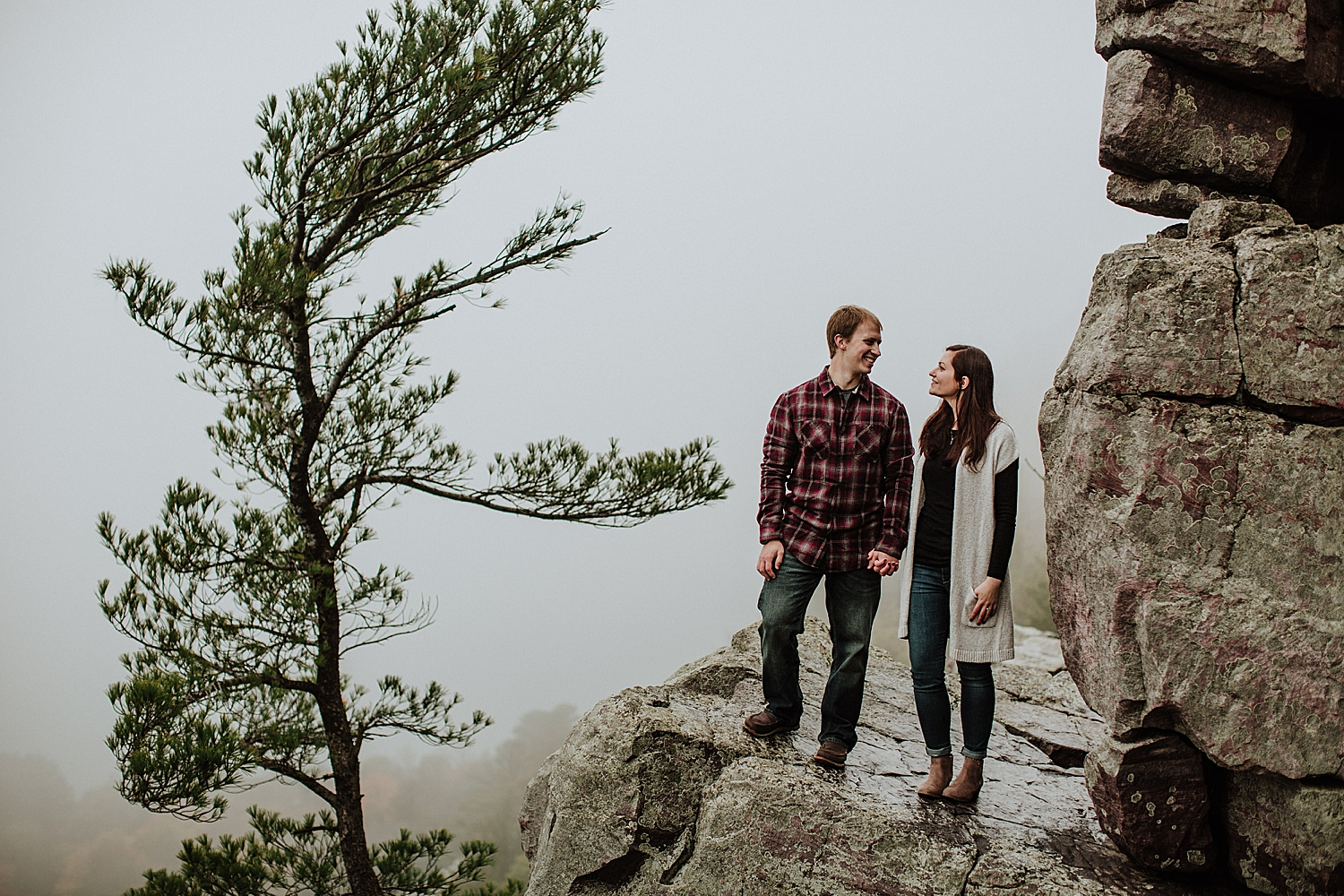 devils-lake-engagement-session_0007.jpg