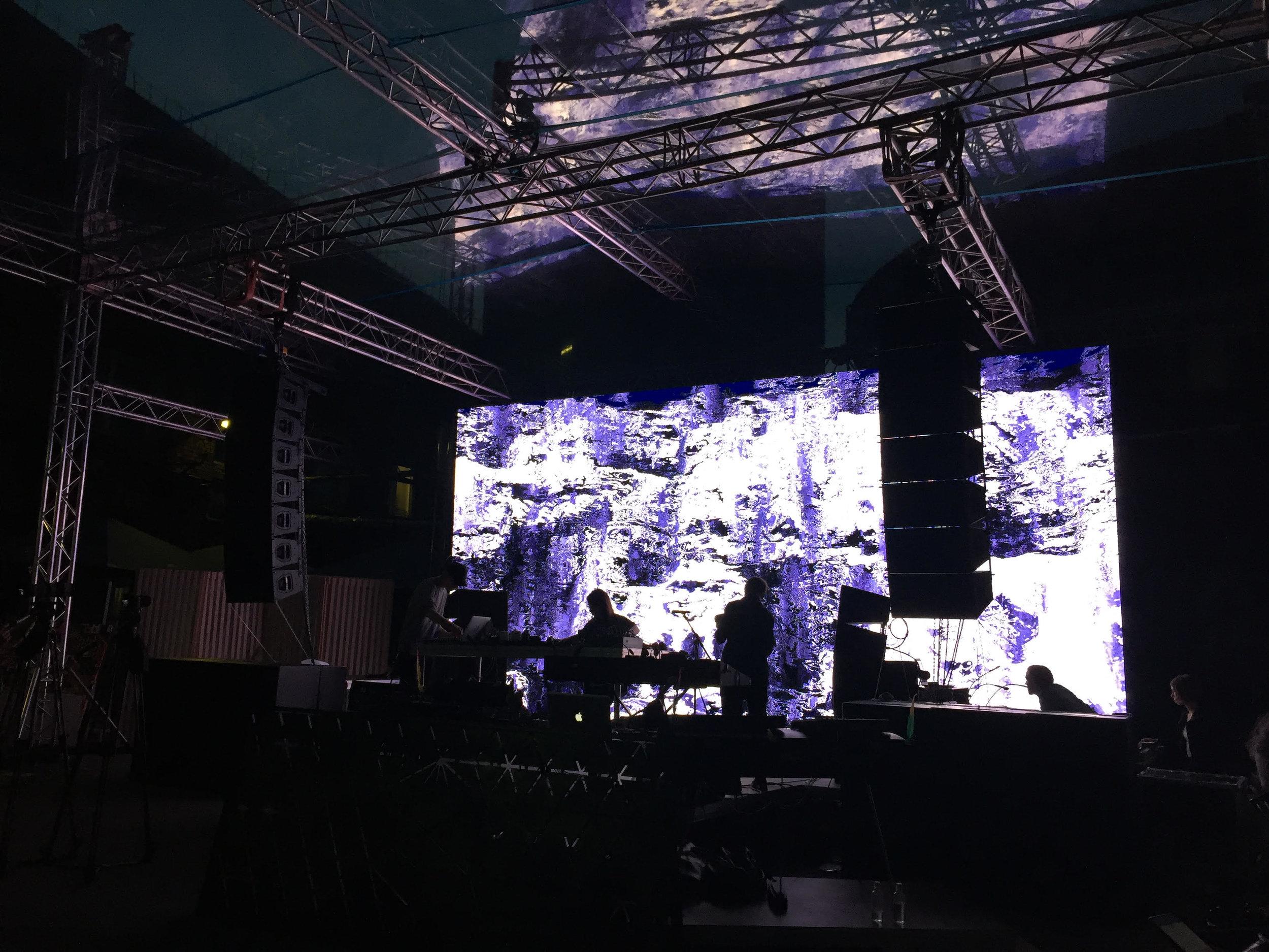 Grand River y Marco C A/V live en Slowdance, Moscú.