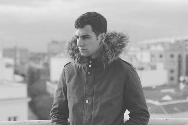 Psyk (Manuel Anós). El artista madrileño lleva desde los quince años produciendo música electrónica. Sus sonidos techno y los de los artistas que edita en su sello Non Series son referencia tanto a nivel nacional como internacional.