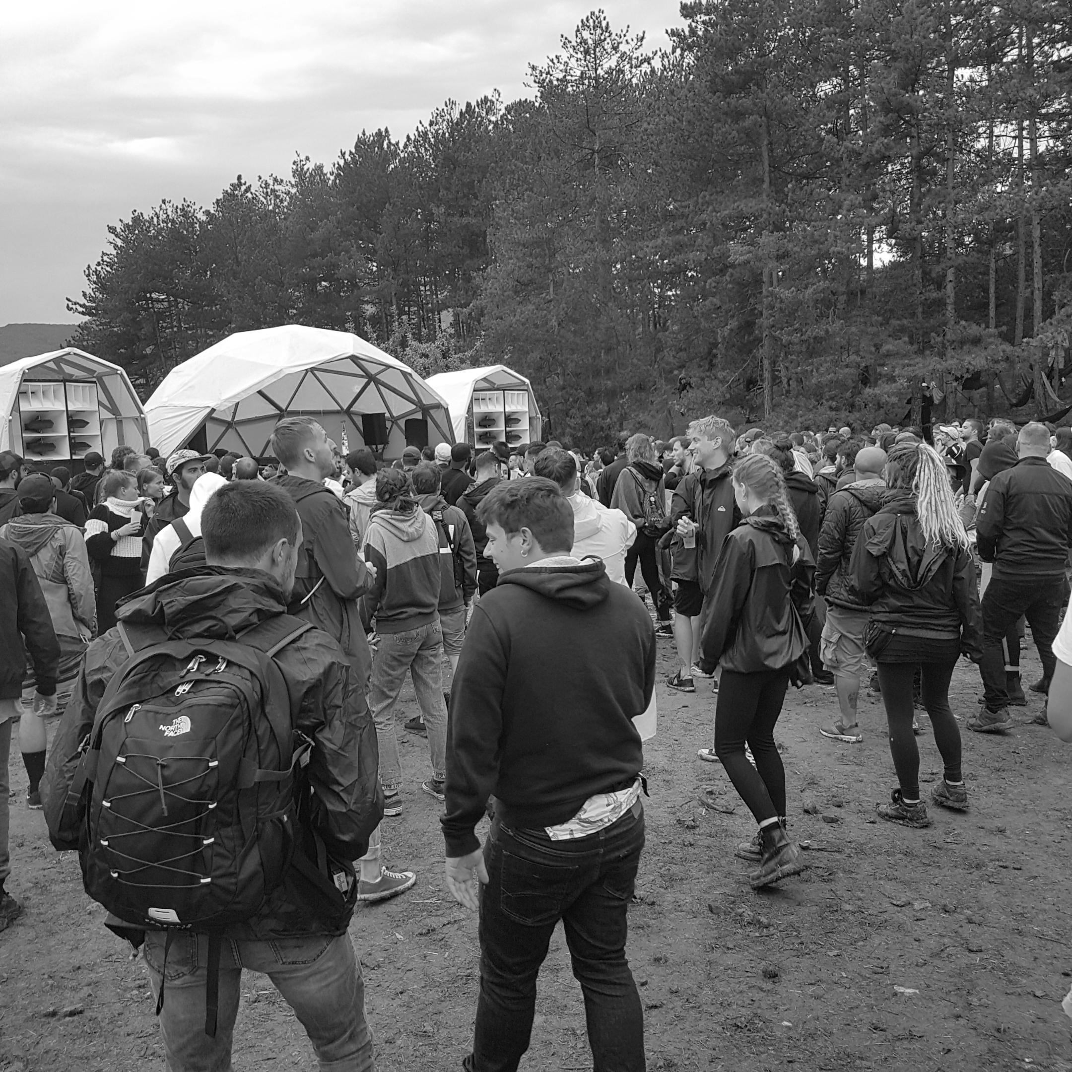 Cuando llueve en Paral·lel Festival —además lo he pasado al blanco y negro para dramatizar más—.