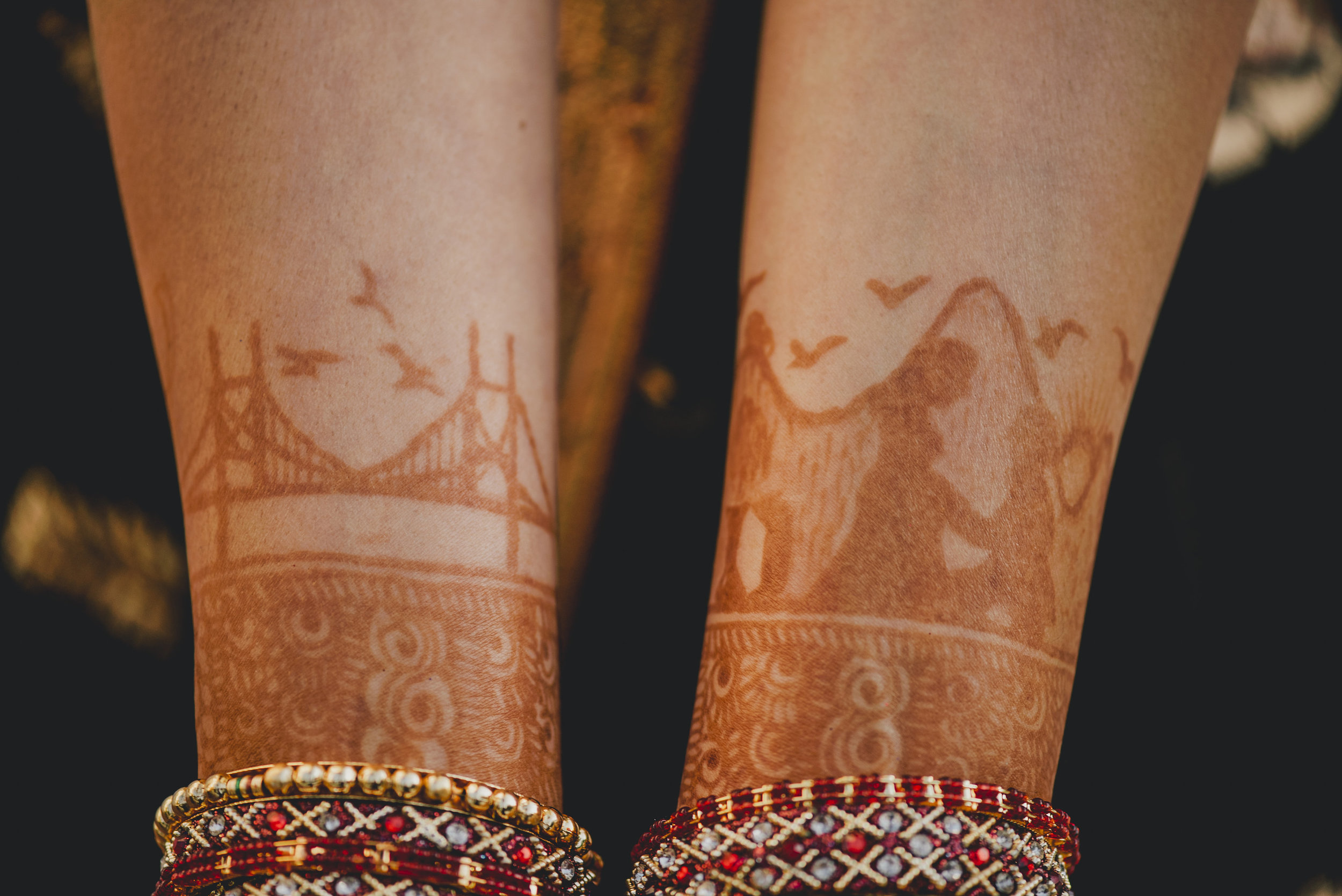 Can you find all of the designs in the mehndi?
