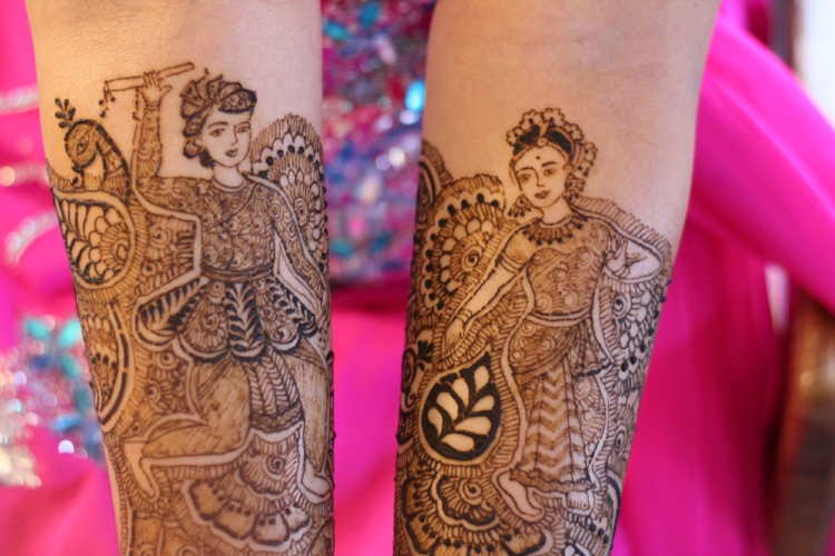 Love the beautiful drawings in henna