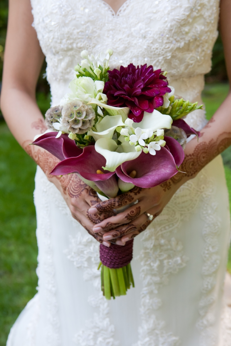 Vibrant bridal bouquet. Photo by Angie Realce.