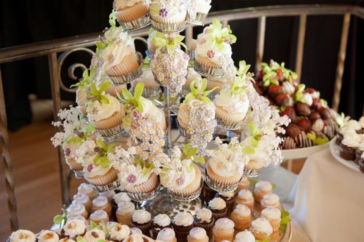 A beautiful wedding cupcake inspiration