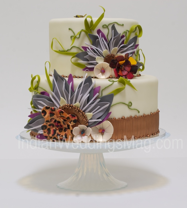 Gorgeous nature-inspired details for this multilayer wedding cake