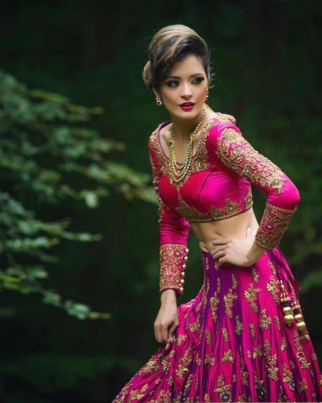 Shimmering. #hautecouture #repost @ektasolanki #lehnga #gold #wedding