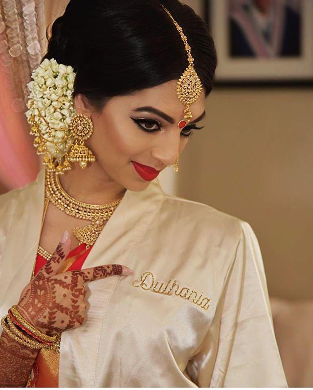 Rockin' the #bridal look! #repost @girlfriendzstudio7 @mindykalsibansal #realbride #indianwedding #bindi #red #gold #flowers