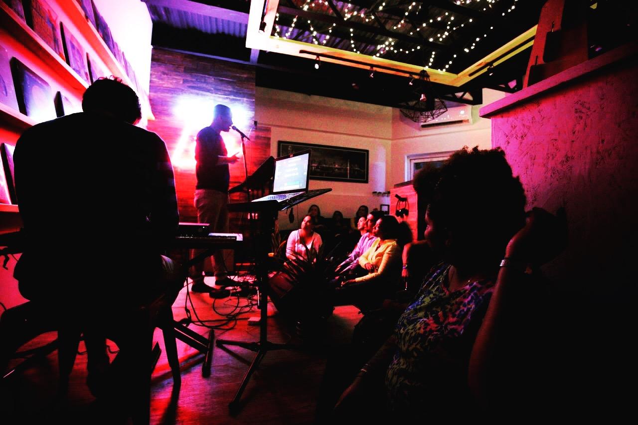 Edwin Hosoomel - Acoustic Nigth Sessions @ Longplay Panama