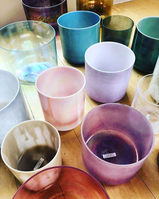 Just one week to go until our three day 'Five senses' sound bath residency at @theshopatbluebird begins 💫 In the lead-up we'll be sharing just how your senses will be immersed during the hour long-experience. First up...SOUND...over the three nights we'll be playing from our orchestra of crystal alchemy singing bowls. Each bowl has its own unique personality that helps to shape your sound bath experience. The tones produced are heard by the ear but also felt throughout the body, with certain notes corresponding with different chakras 👂 Join us next Monday, Tuesday and Wednesday to experience it for yourself. Tickets available via the link in our bio 🌟