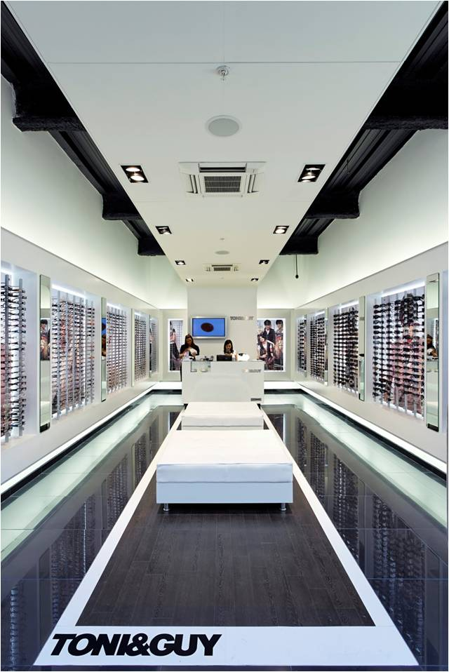 Concord Lyteframe twin gimbal installed at a TONI&GUY opticians