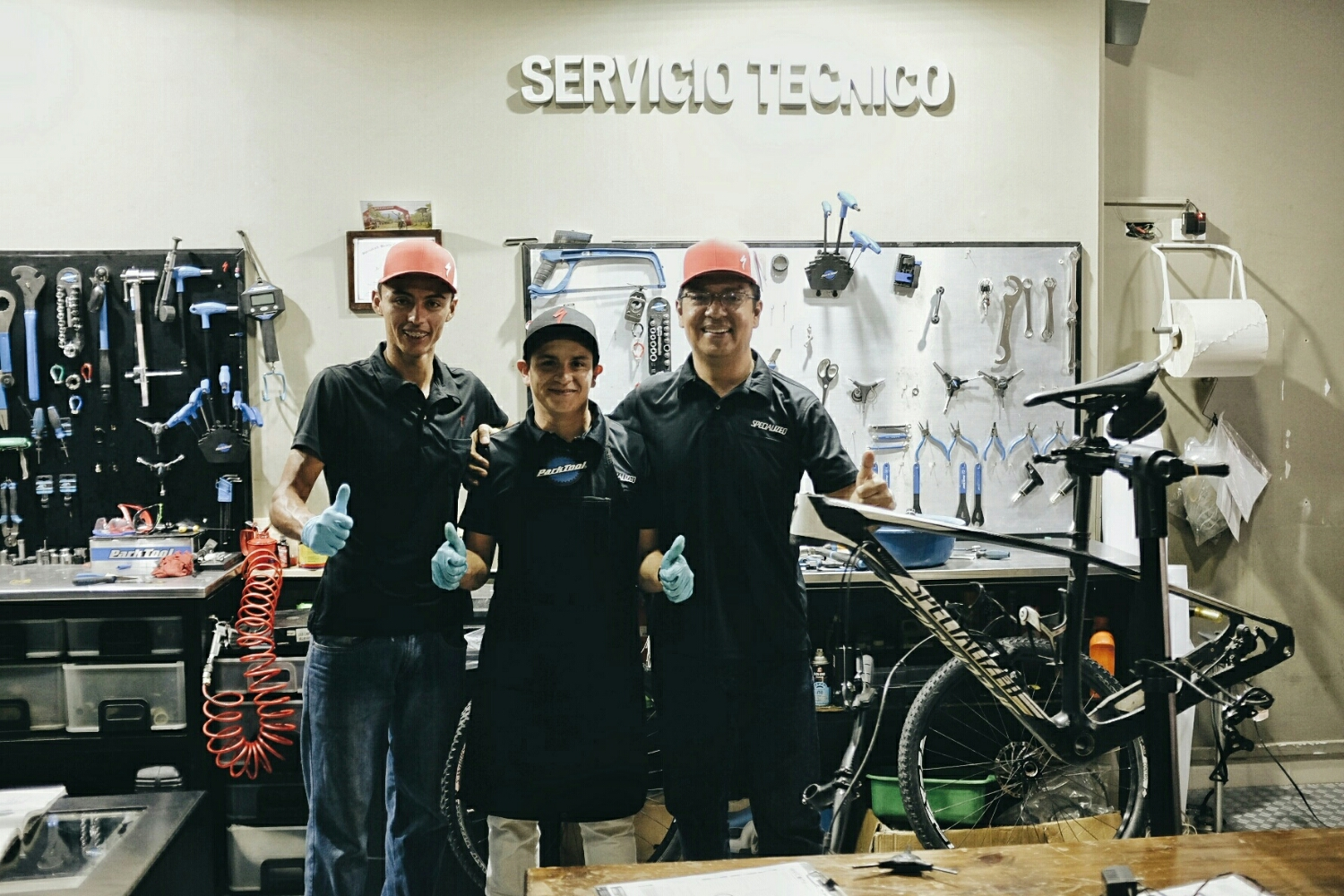 The friendly guys at Specialized Concept Store in Ibagué.